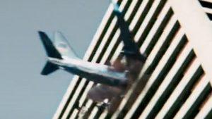 映画亜人飛行機が厚生労働省に突っ込む